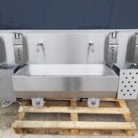 A double washbasin